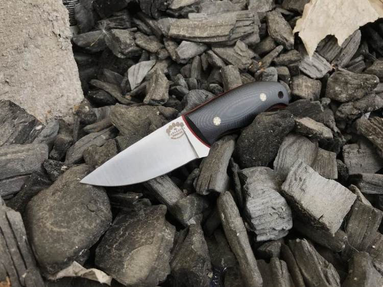 Нож ШЕЙНЫЙ, М390, карбон